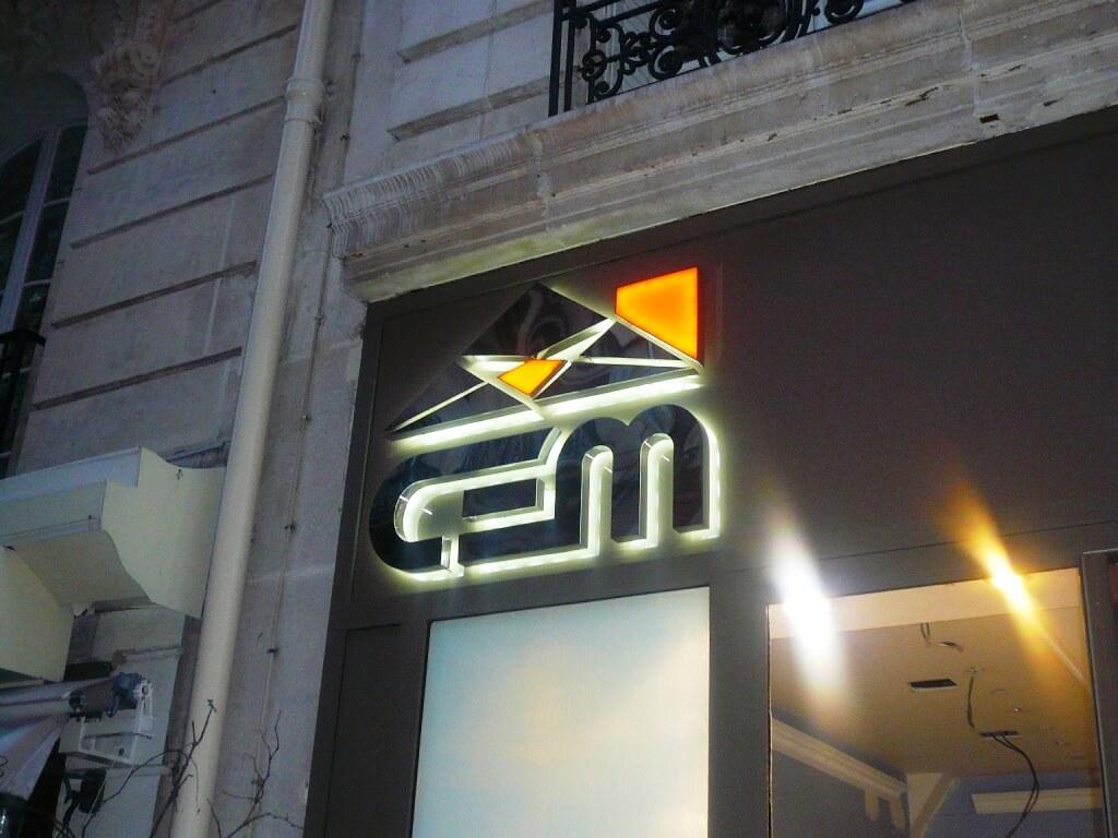 Enseigne inox show room  Paris 16 – CEM (btp)
