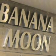 Banana Moon Paris 7e enseigne inox brossé