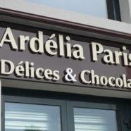 Enseigne lumineuse Ardelia Chocolat Serris 77