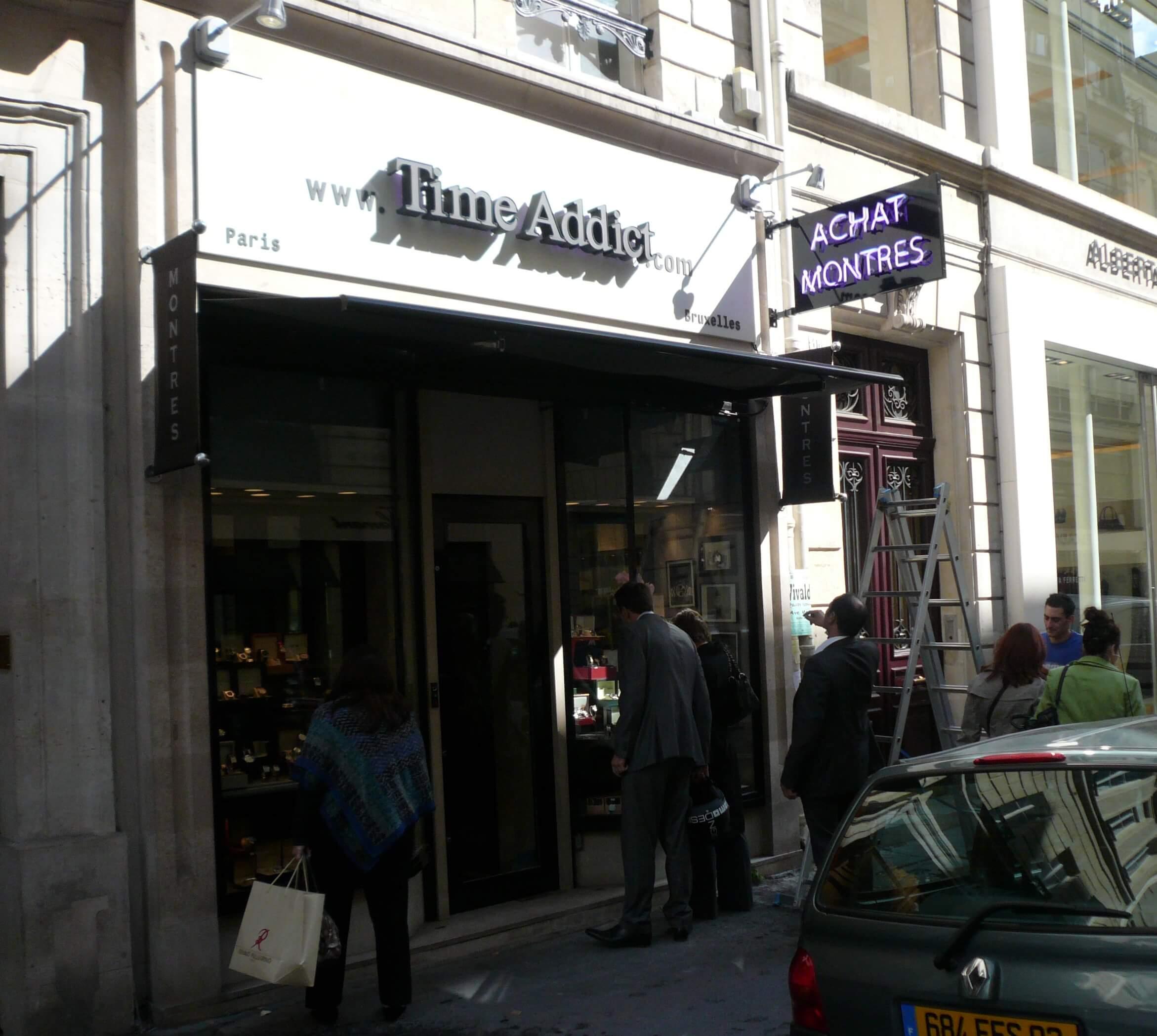 Enseigne lumineuse néon Time Addict Paris