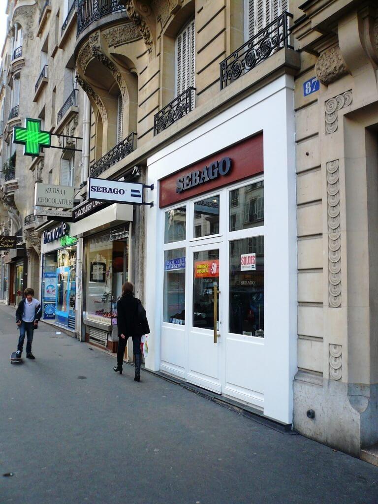 Enseigne lumineuse chaussures SEBAGO Paris