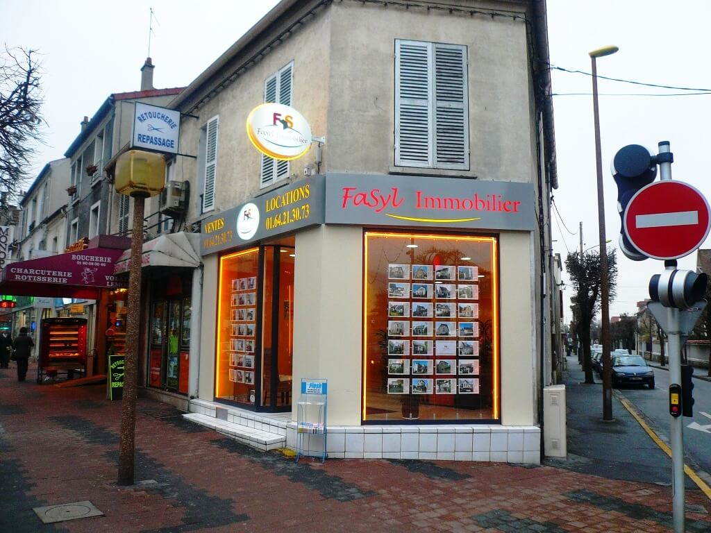 Enseigne lumineuse immobilier Fasyl à Chelles