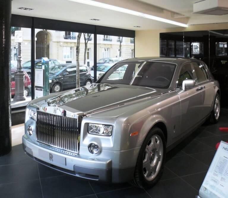 Garage Neubauer Molitor Rolls-RoyceEnseigne intérieur