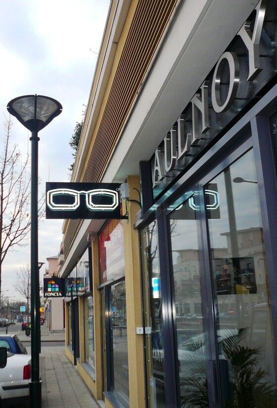 enseigne du magasin d 39 optique aulnoy optic en n on. Black Bedroom Furniture Sets. Home Design Ideas