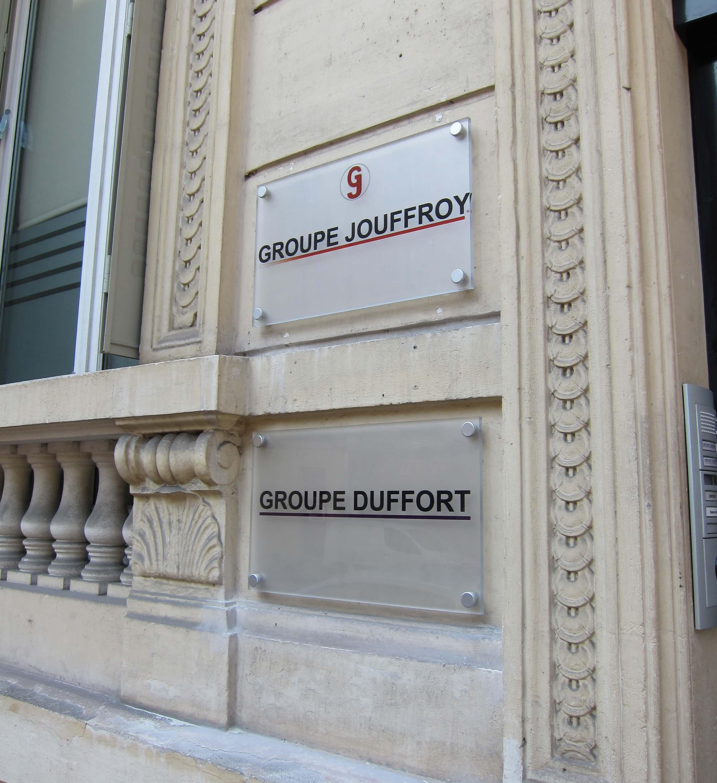 Plaque professionnelle plexi – Investisseur Paris