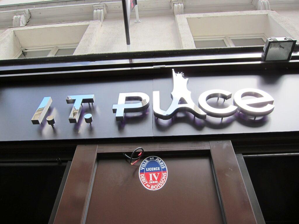 Enseigne restaurant led et inox miroir it place paris for Impression en miroir