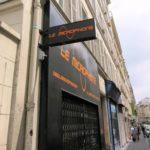 Caisson lumineux et bandeau du commerce Le Microphone à Paris 9