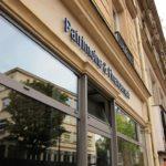 Belle vue de l'enseigne en relief de Patrimoine & Financement Paris 3