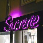Enseigne lumineuse inox poli miroir pour magasin à Villiers sur marne 94 , led rose allumée