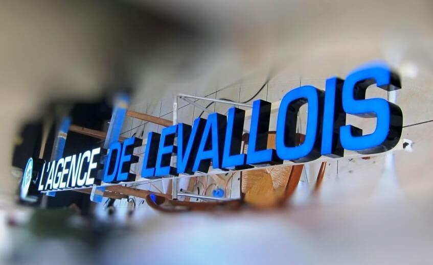 Enseigne lumineuse Agence immobilière de Levallois