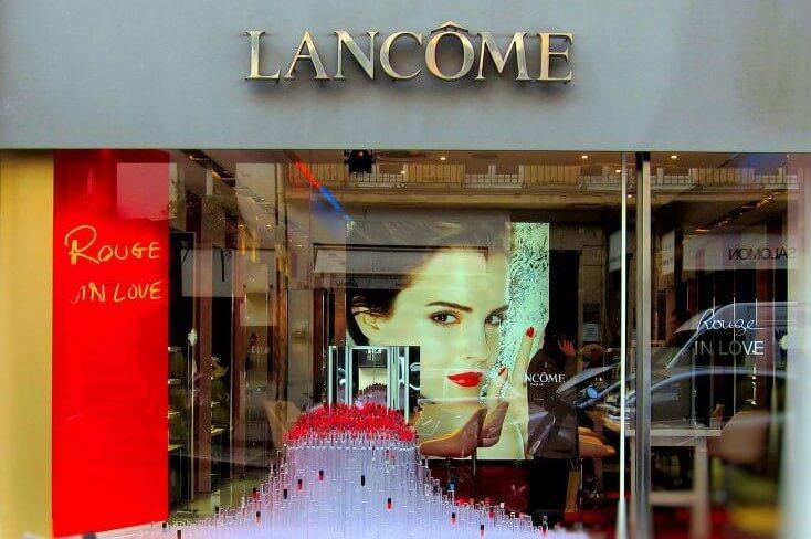 Enseigne néon rouge Institut Lancôme Paris