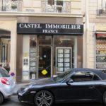 Vue de l'ancienne enseigne de l'agence immobilière Castel France à Paris