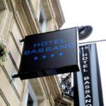 Caisson lumineux et drapeaux - Hotel Paris 4 etoiles Bassano