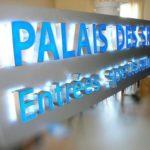 Enseigne allumée avec éclairage led blanche - Enseigne en test - Palais des Sports de Paris Porte-de-Versailles