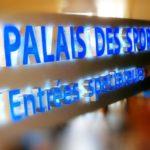 Test en cours de l'enseigne lumineuse allumée (lettre inox éclairée par led blanche) - Palais des Sports de Paris Porte-de-Versailles