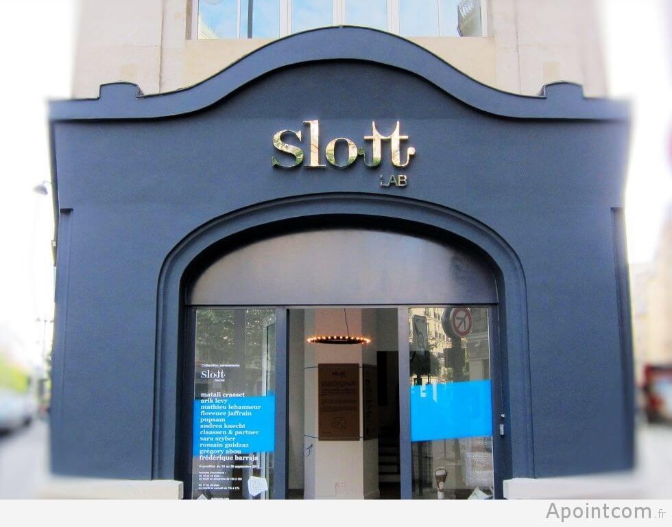 Enseigne inox espace Slott LAB Paris