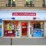 Enseigne numérique - lettres blanches contrastées par fond rouge - Les Cars Rouges (Paris Opéra)