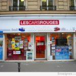Notez les détails en plusieurs couleurs en bas de l'enseigne - Les Cars Rouges (Paris Opéra)