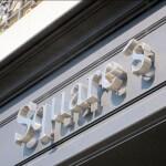 Lettres inox vues de profil - Agence immobilière à Neuilly-sur-Seine - Square International