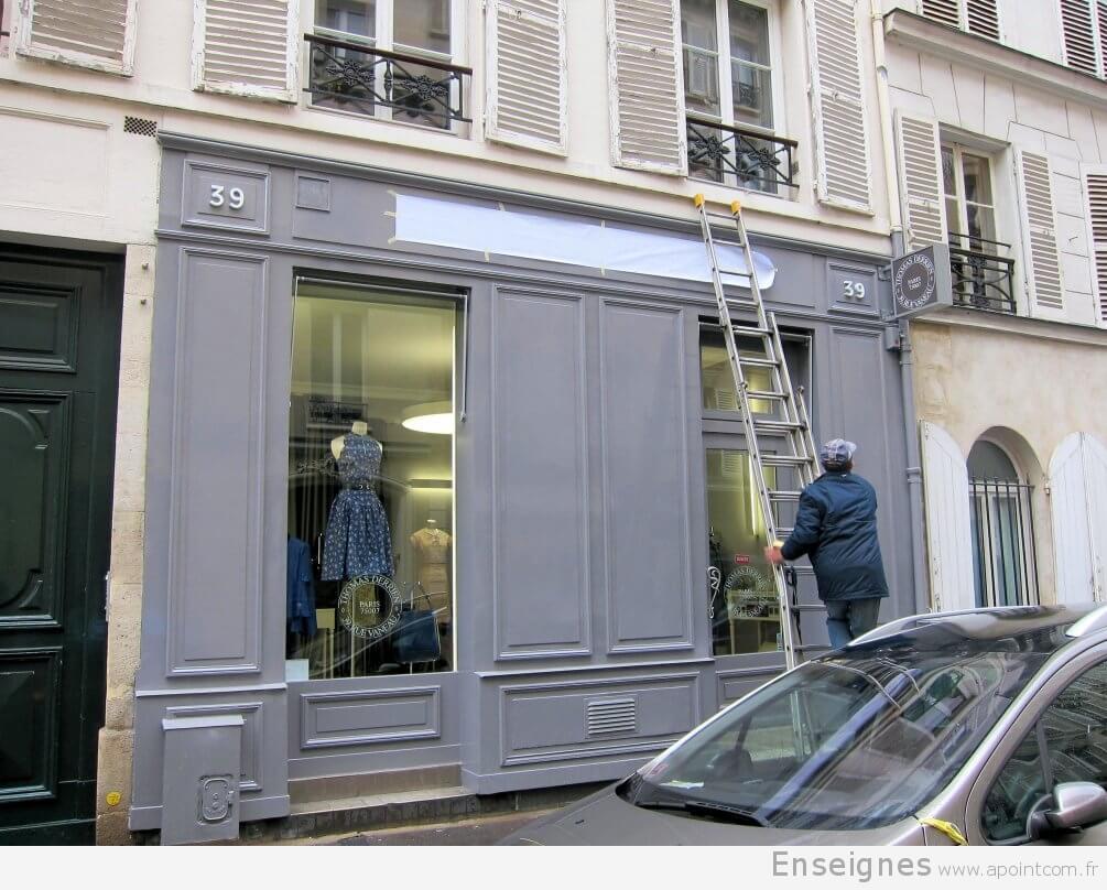 enseigne magasin paris pour l 39 atelier de pr t porter thomas derrien 75007. Black Bedroom Furniture Sets. Home Design Ideas