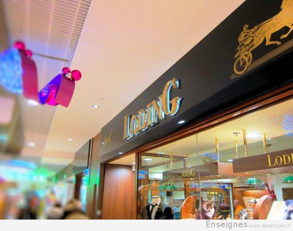 Vue de l'enseigne lumineuse allumée sur la façade du magasin de la boutique Loding de st-quentin (78)