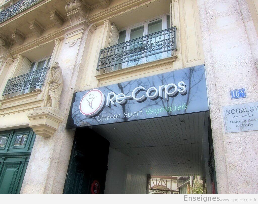 Enseigne lumineuse club de sport Paris Re-Corps