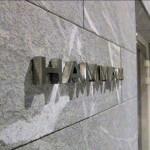 Détail des lettres HAMMAN sur mur en marbre pour le Relais SPA de Roissy (95)