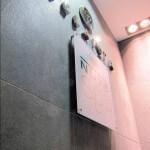 Signalétique accueil, lettre et logo en inox et plaque plexiglas sur mur en marbre pour le Relais SPA de Roissy (95)