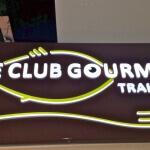 Détail enseigne allumée - Traiteur Le Club Gourmet
