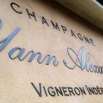 Détail lettres acier laqué - Champagne Yann ALEXANDRE