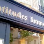Lettre inox allumée - Agence immobilière Aptitudes