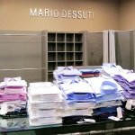 Enseigne a lettre inox sur le mur intérieur et mise en place rayon des vêtements - Mario Dessuti Alesia