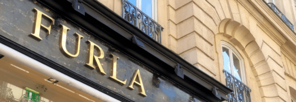 Enseigne du magasin Furla St Honoré