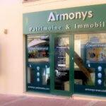 Vue d'ensemble de la vitrine du conseil en patrimoine et immobilier Armonys - Pontoise (95